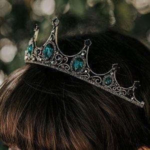 Jewelry - Emerald green tiara